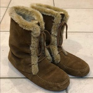 Minnetonka Lace Up Leather/Fur Boots